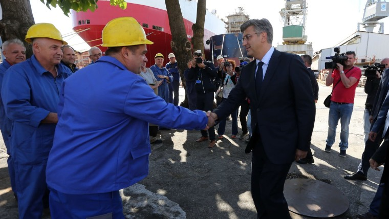 Prime Minister Andrej Plenković meets with Treći Maj workers in Rijeka (Photo: Goran Kovacic/PIXSELL)