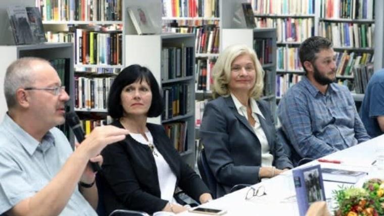 """Predstavljanje knjige Jasne Čapo """"Dva doma"""" - Hrvatska radna migracija u Njemačku kao transnacionalni fenomen"""" / Foto: screenshot/Fenix magazin/Hina)"""