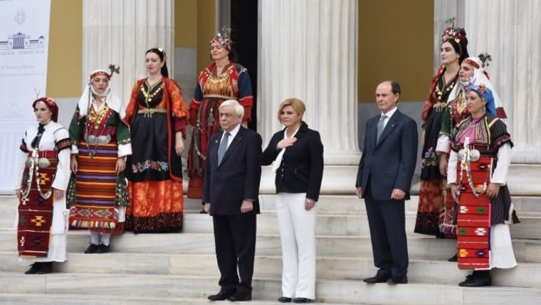 Presidente Grabar Kitarović en Atenas (Foto: Twitter @KolindaGK)