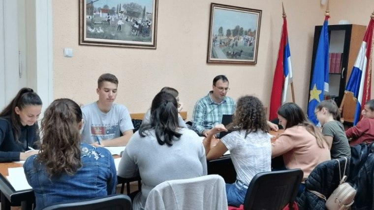 Pripreme za polaganje ispita iz državne mature u prostorijama HNV-a u Subotici. (Foto: hnv.rs/ screenshot)