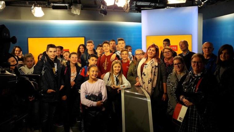 Učenici u hrvatskoj redakciji ORF-a (Foto: screenshot/volksgruppen.orf.at)