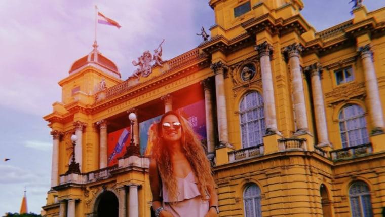 Maria Florencia Celani ispred Hrvatskog narodnog kazališta u Zagrebu. (Foto: Facebook/ screenshot)
