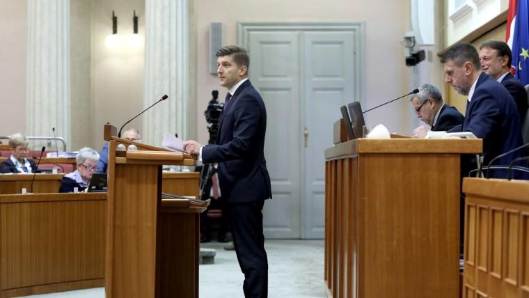 Ministro Marić en el Parlamento (Foto: Patrik Macek/PIXSELL)
