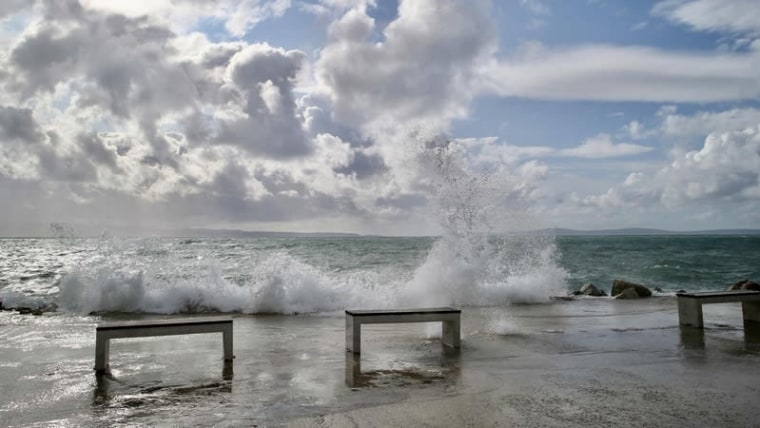 A gusty Jugo wind and wild waves in Split  (Ivo Cagalj/PIXSELL)