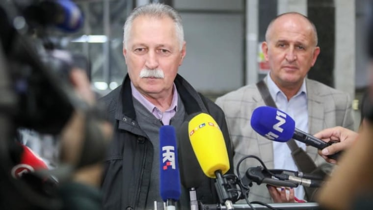 Union leader Branimir Mihalinec tells reporters unions are disappointed with the government's offer (Borna Filic/PIXSELL)