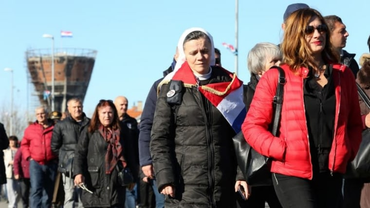 Thousands of people march in Vukovar's annual Remembrance Procession (Emica Elvedji/PIXSELL)