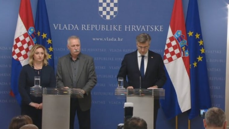 Union leaders Sanja Šprem and Branimir Mihalinec join Prime Minister Andrej Plenković in announcing a compromise has been reached to end the school strike (Photo: HRT)