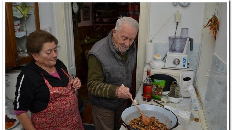 U požeškoj obitelji Diklić priprema se klecenbrot (Foto: Maja Luketić Raguž/Glas Hrvatske)