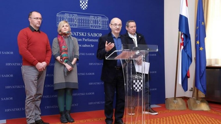 Goran Aleksić of SNAGA speaks to reporters (Photo: Patrik Macek/PIXSELL)
