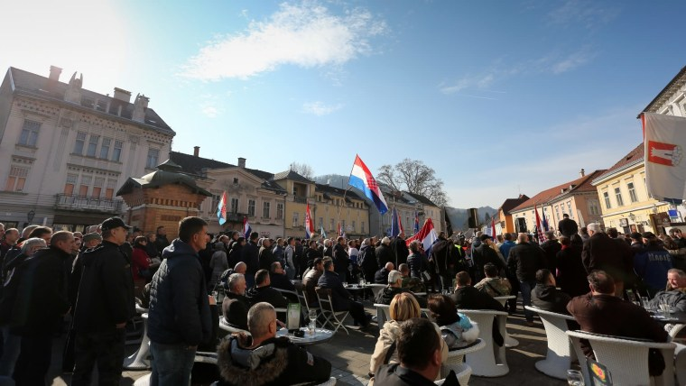 Protesters in downtown Samobor (Photo: Emica Elvedji/PIXSELL)