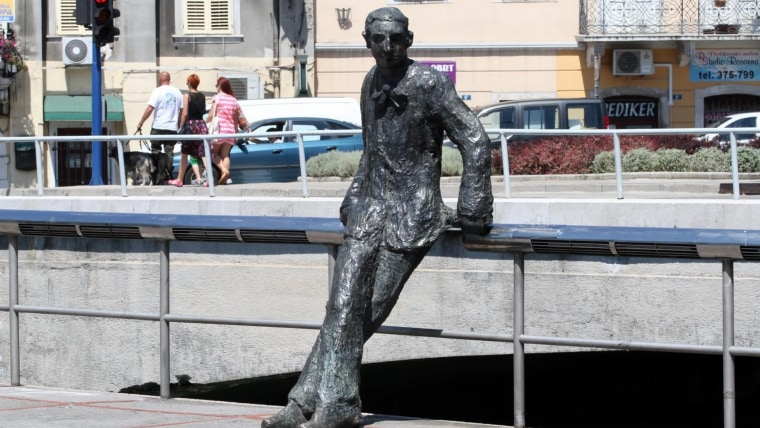Statue of writer Janko Polić Kamov in Rijeka (Photo: Goran Kovacic/PIXSELL)