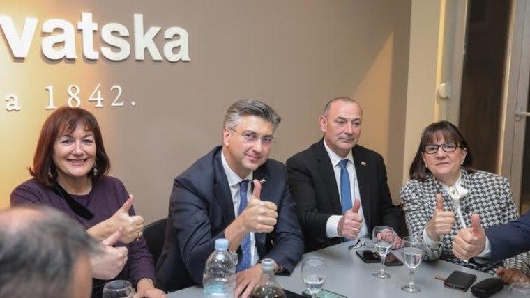 Andrej Plenković und sein Parteiflügel (Foto: Tomislav Miletic/PIXSELL)