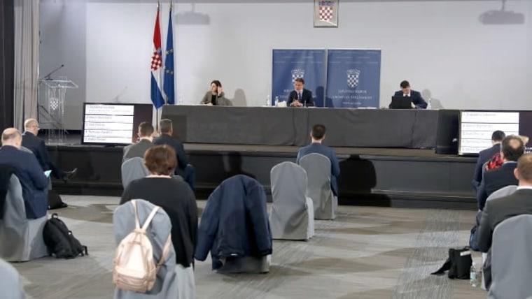 Plenarsitzung des Parlaments im Gebäude der INA (Foto: Patrik Macek/PIXSELL)