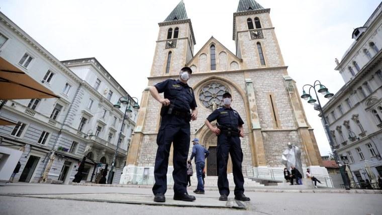 Sicherheitsvorkehrungen vor der Kathedrale in Sarajewo (Foto: Armin Durgut/PIXSELL)