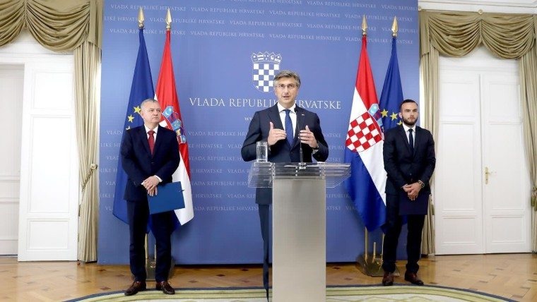 el ministro de Economía, Darko Horvat; premier Andrej Plenković, y el ministro de Trabajo, Josip Aladrović (Foto: Patrick Macek/PIXSELL)