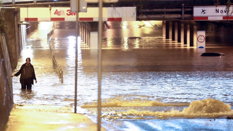 Cars underwater in a Zagreb underpass (Photo: Sanjin Strukic/PIXSELL)