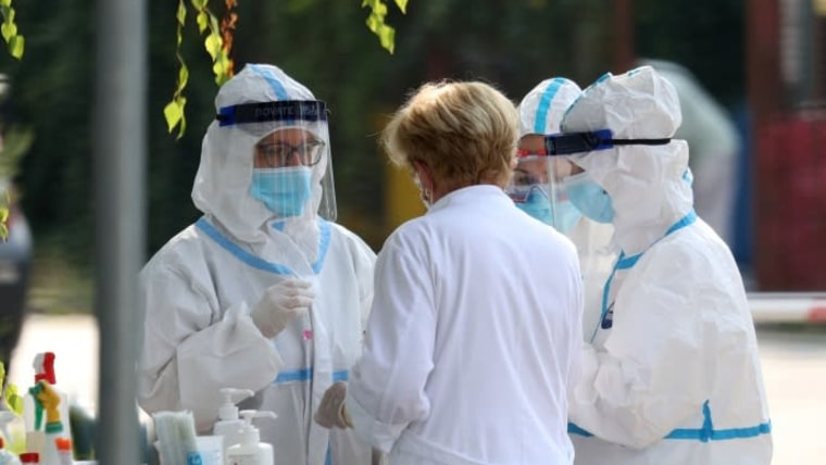 "Doctors at the ""Dr. Andrija Štampar"" institute. (Photo: Zeljko Lukunic/PIXSELL)"