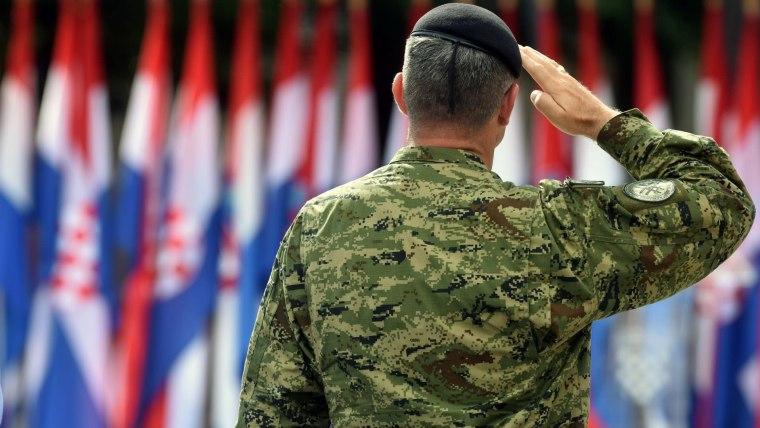 Soldier salutes Croatian flag (Photo: Hrvoje Jelavic/PIXSELL)