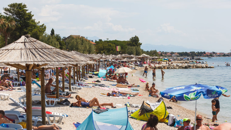 Touristen auf der Insel Vir (Foto: Marko Dimic / PIXSELL)