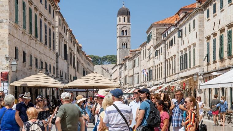Tourists in Dubrovnik (Photo: Grgo Jelavic/PIXSELL)