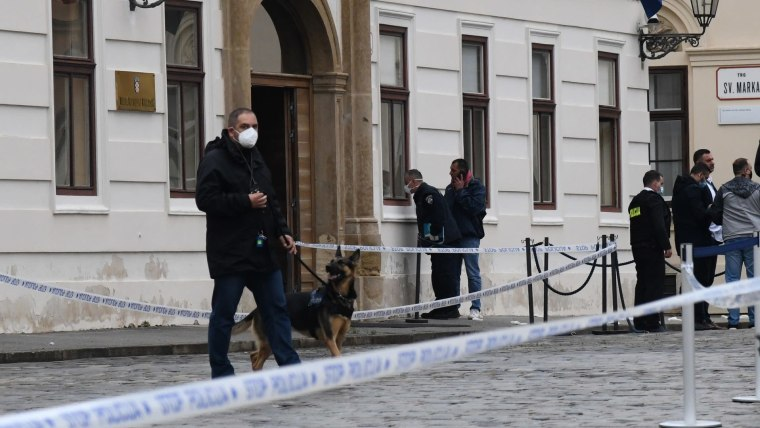 Uniform and plain clothes police patrol St. Mark's Square as forensic experts gather evidence (Photo: Josip Regovic/PIXSELL)
