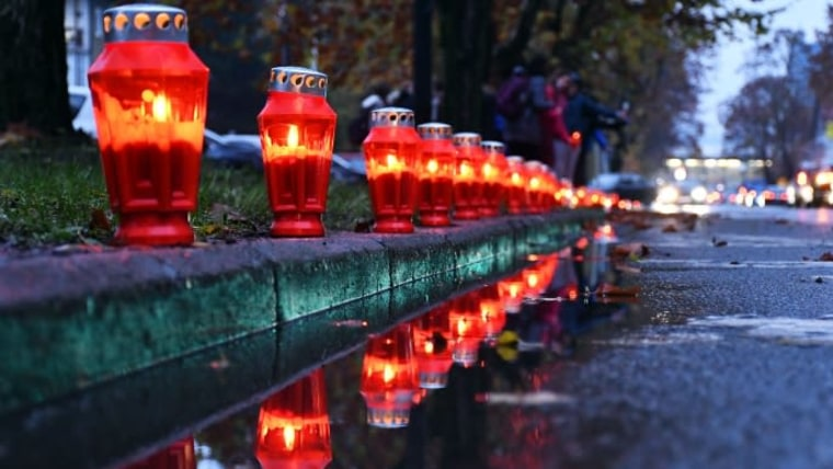 Lanterns lit in Vukovar Street in Slavonski Brod (Photo: Ivica Galovic/PIXSELL)