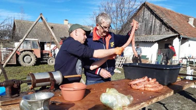Svinjokolja u Vajskoj (Foto: snimka zaslona)