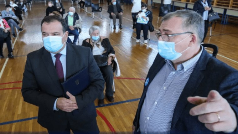 Minister of Health Vili Beroš and the Director of the Croatian Institute of Public Health Krunoslav Capak at a vaccination station in Zagreb (Photo: Sanjin Strukic/PIXSELL)