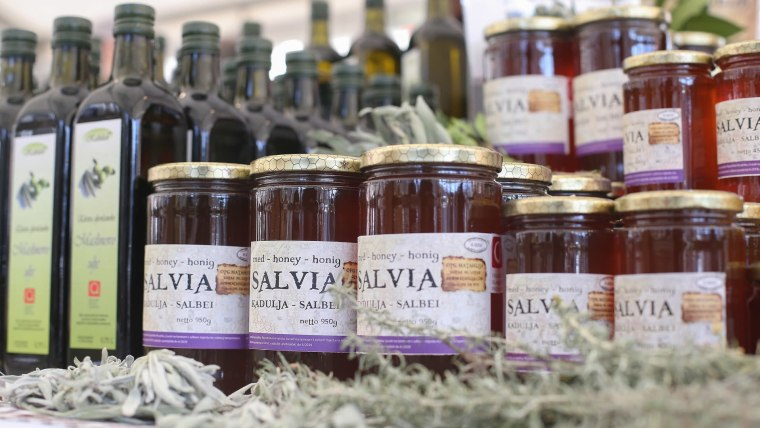 Croatian honey and olive oil (Photo: Luka Stanzl/PIXSELL)