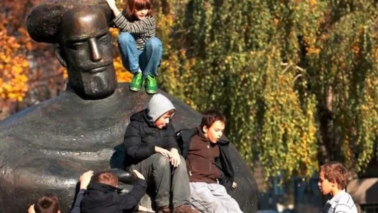 Kip posvećen Marku Maruliću. (Foto: Željko Lukunić/ Pixsell)