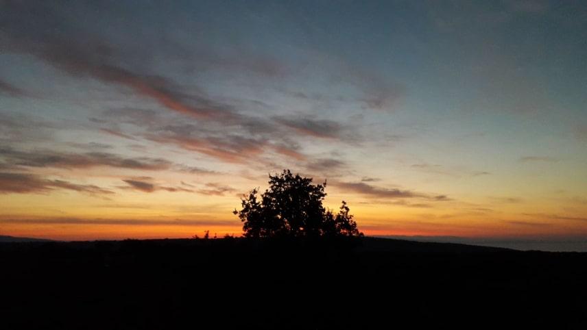 Sunce ishodi ozad Cresa