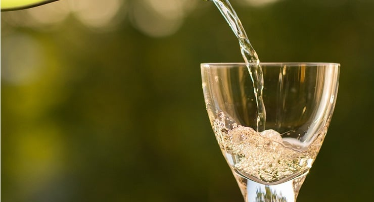 pouring_bubbly_into_glass