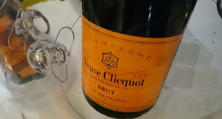Veuve_Clicquot_Yellow_label