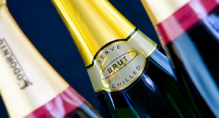 how to serve sparkling wine