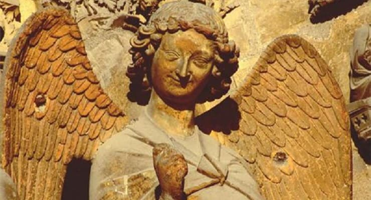 Champagne_angel_in_Reims