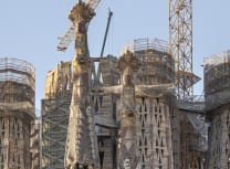 Construction proceeding on the spires of the Sagrada Família (Sagradafamilia.org)