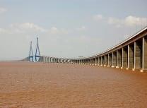 The 26.6km Ningbo to Zhoushan sea bridge (Liujinguang/CC BY-SA 2.0)