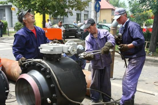 Radet workers in action in Bucharest (Radets)