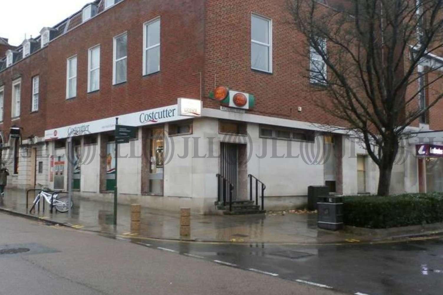 Retail high street Welwyn garden city, AL8 6AA - 17-19 Howardsgate