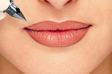 Lip's permanent make up