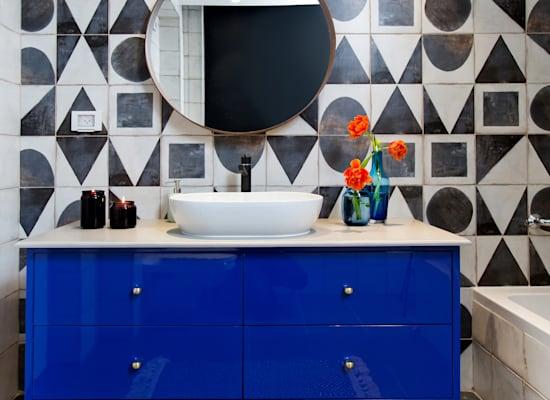 חדר אמבטיה בעיצוב גילי אונגר בדירה לדוגמה  של סלע בינוי / צילום: שירן כרמל