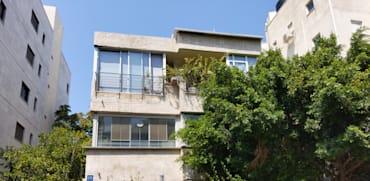 הבית ברחוב מלצ'ט 59 בת''א. ''לא יכולים להרשות לעצמנו שיפוץ'' / צילום: איל יצהר