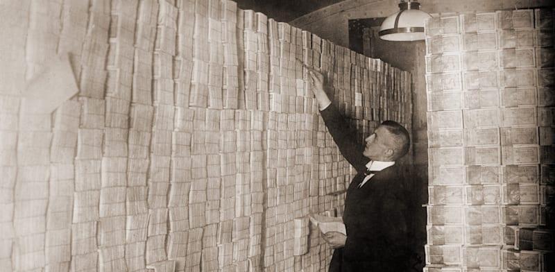 הכסף איבד את ערכו באינפלציה ברפובליקת ווימאר / צילום: Shutterstock