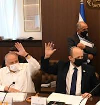 """נפתלי בנט, ושר האוצר, אביגדור ליברמן, בתום ישיבת הממשלה / צילום: עמוס בן גרשום, לע""""מ"""