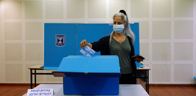 יום הבחירות התחיל / צילום: Associated Press, Tsafrir Abayov