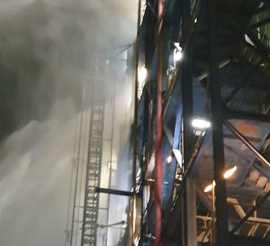 """כיבוי השריפה בבז""""ן / צילום: המשרד להגנת הסביבה"""
