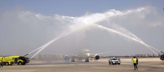 טקס ההסלנה המסורתי לכבוד הטיסה מסחרית ראשונה של אתיחד בישראל / צילום: סיון פרג'