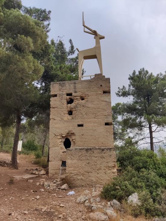 אנדרטת ''הצבי ישראל'' לזכר הקרבות הקשים / צילום: אורלי גנוסר