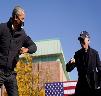 ביידן ואובמה. לא מתכוון להיות אובמה 0.2 / צילום: Associated Press, Andrew Harnik