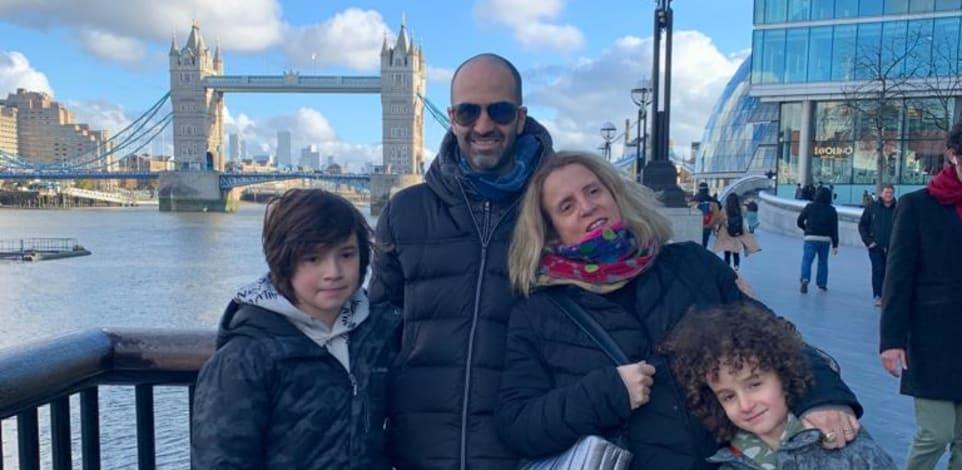 גליה שילה סום עם הבן זוג עידו והילדים נדב ואביב, בלונדון של ימי הקורונה / צילום: תמונה פרטית